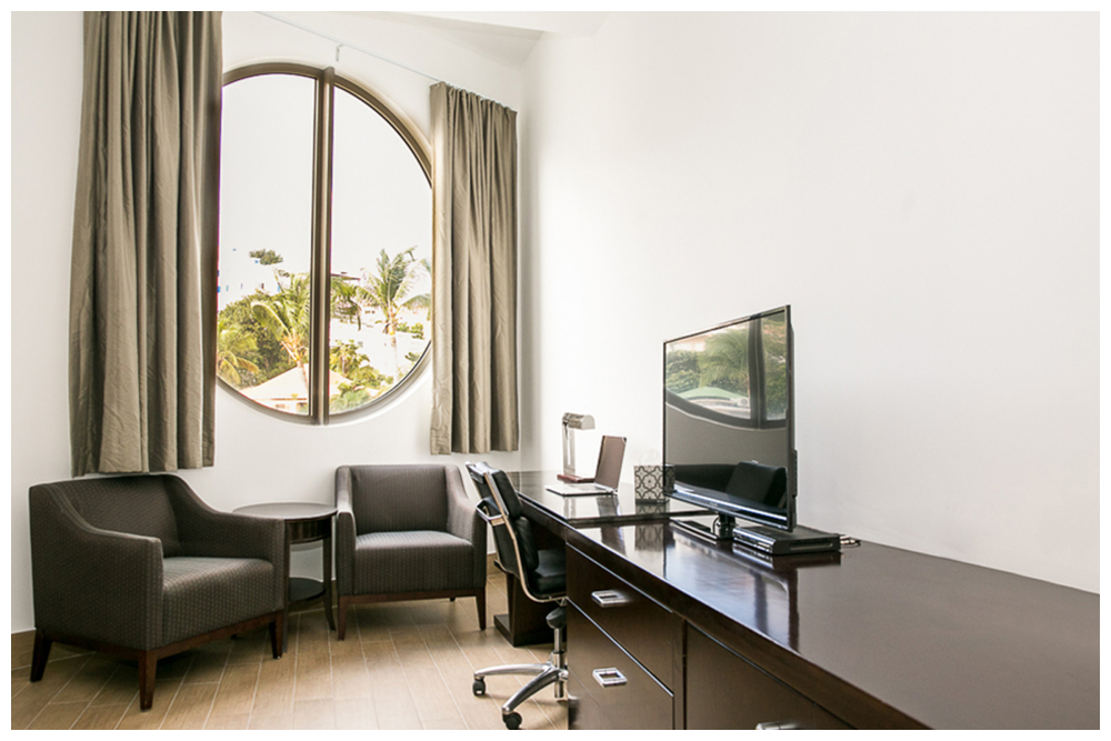 Commodore Suites - Deluxe Studio Suite - King Bed Desk View