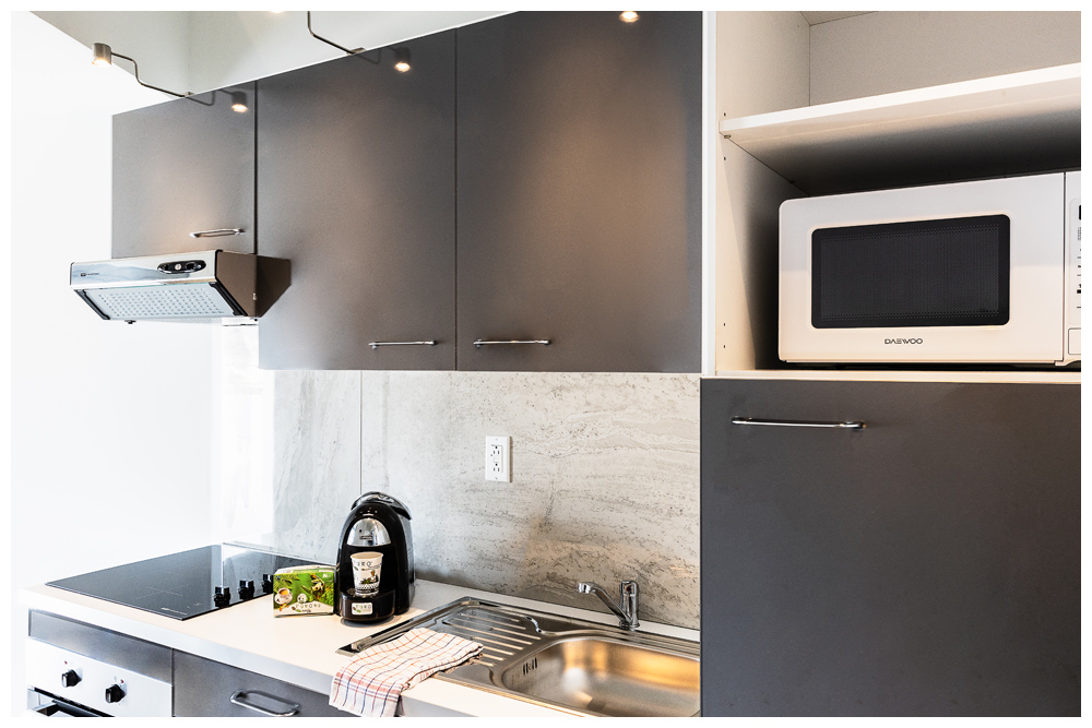 Commodore Suites - Deluxe one bedroom suiten kitchen